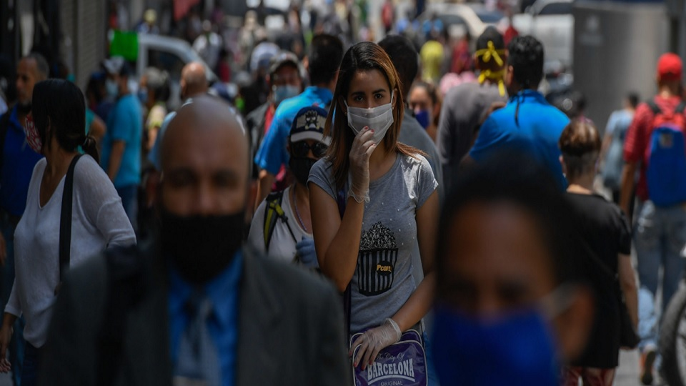 Personas caminando Caracas